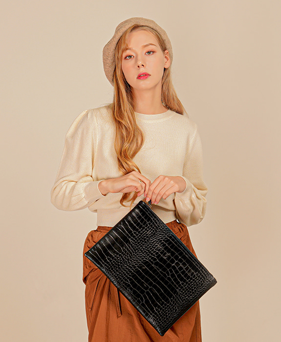 [록체] Connie Clutch Bag Black
