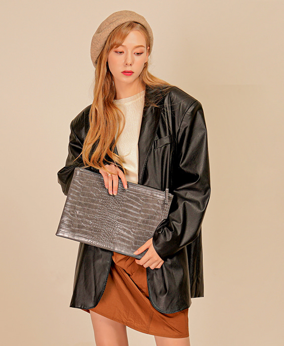 [록체] Connie Clutch Bag Charcoal